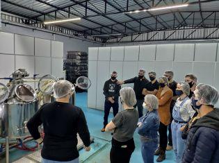 Núcleo de Jovens Empreendedores de Maravilha realiza visita técnica